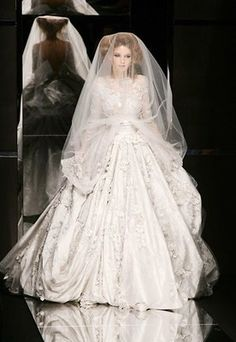 Elie Saab - Haute Couture wedding dresses 2008-09!!!    Another gorgeous wedding dress by my favorite designer!!!