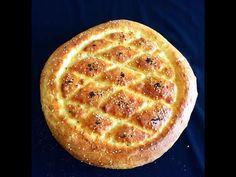 Ramazan sofralarının vazgeçilmezi ramazan pidesi yapımı videosu hazırladık. Artık sizde evde kendiniz pidelerinizi yapabilirsiniz. Acaba içine ne katıldı Pide Bread, Beignets, Bread Baking, Bread Recipes, Waffles, Favorite Recipes, Churro, Desserts, Crafts