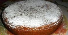 Torta di pane avanzato - Avete del pane raffermo e non sapete cosa farne? Invece di buttarlo via potete riutilizzarlo in vari modi: lasciarlo indurire e poi frullarlo per farne del pan grattato utile per le panature, ammorbidirlo con acqua o latte e unirlo a verdure frullate per preparare delle polpette, oppure utilizzarlo come ingrediente principale per una torta leggera, buona e profumatissima, con pochissimi grassi e dal sapore antico!