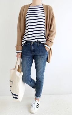 For an effortlessly styled look, layer an oversized cardigan over a basic tee and boyfriend jeans. Sneakers are perfect for a day of errands.