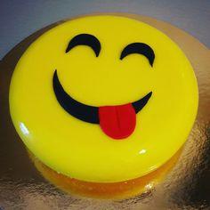 Smiley cake smiley face