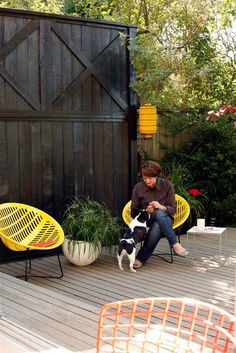 Outdoor privacy screen ideas. Essential!