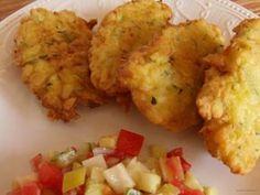 A cukkinitócsi nagyon hasonlít a hagyományosan burgonyából készült tócsihoz (lapcsánkához). Nálam a burgonyás tócsi téli étel, a cukkinitócsi viszont kifejezetten nyári változat (bár télen is elkészíthető). A cukkini egyébként is egészséges zöldség, érdemes minél többféle változatban beiktatni az étrendünkbe. #cukkini #feltét #köret #nyár #cukkinitócsi Cauliflower, Healthy Living, Vegetables, Food, Recipes, Cauliflowers, Healthy Life, Essen, Eten