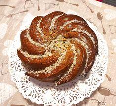 """Νόστιμη συνταγή μαγειρικής από """"Efi Prentza -ΟΙ ΧΡΥΣΟΧΕΡΕΣ / ΗΔΕΣ"""" Υλικά: Μια κούπα μέλι Μισή κούπα ελαιόλαδο 3 αυγά Ξύσμα και χυμό από ένα πορτοκάλι Μια ώριμη μπανάνα σε κομματάκια Μισή κούπα φρέσκο γάλα Μισό κ.γλ. κανέλα Μια πρέζα γαρύφαλλο τριμμένο Μια χούφτα Healthy Treats, Bread, Breakfast, Food, Cakes, Cooking, Morning Coffee, Kitchen, Cake Makers"""