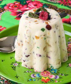 1 κιλό τυρί κρέμα 100 γρ. ζάχαρη άχνη 100 γρ. βούτυρο αγελάδας, πολύ μαλακό (εκτός ψυγείου για αρκετές ώρες) 800 γρ. ποικιλία από φρουί γλασέ ψιλοκομμένα ή γλυκά του κουταλιού πλυμένα, στραγγιγμένα και κομμένα σε κύβους 3 κρόκοι αυγών