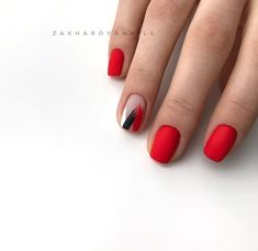 Semi-permanent varnish, false nails, patches: which manicure to choose? - My Nails Minimalist Nails, Short Red Nails, Hair And Nails, My Nails, Asian Nails, Nailed It, Gel Nagel Design, Nagellack Trends, Red Nail Designs