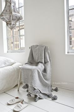 Beautiful grey cotton pom pom blanket, handwoven. www.elramlahamra.nl