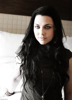 This time is sweeter than honey. Amy Lee Hair, Emy Lee, Beautiful Celebrities, Beautiful People, Snow White Queen, Muse, Amy Lee Evanescence, Metal Girl, Dream Hair