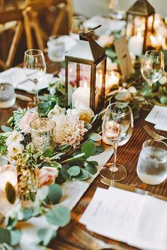 Wedding Unique Flowers Wedding Garland Table Runner Ideas Informations About Hochzeit einzigartige Blumen Wedding Lanterns, Wedding Table Decorations, Garland Wedding, Wedding Table Settings, Centerpiece Ideas, Wedding Lighting, Table Lanterns, Silver Lanterns, Centerpiece Flowers