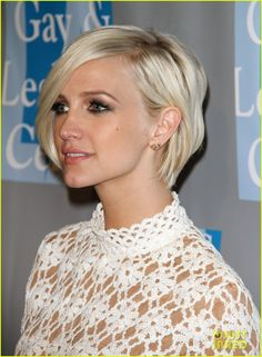 Ashlee Simpson is sixties chic at the L.A. Gay & Lesbian Center's An Evening With Women event held at The Beverly Hilton Hotel in Beverly Hills, California.