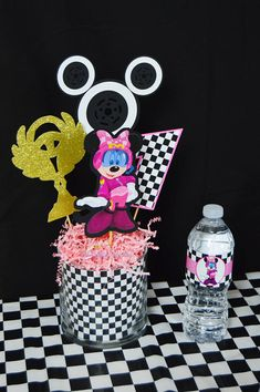 Mickey and the Roadster Racers Inspired Birthday Party Centerpiece - Sala de juegos Ideas Twin Birthday Parties, Race Car Birthday, Race Car Party, Mickey Party, Mickey Mouse Birthday, 5th Birthday, Birthday Party Centerpieces, Isaiah 3, Notes