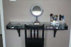 Skinny makeup station - Room ideas - Make up Bathroom Interior Design, Interior Decorating, Beauty Vanity, Makeup Rooms, Makeup Desk, Makeup Kit, Diy Vanity, Vanity Decor, Teen Girl Bedrooms