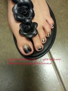 Black Gold Nails Did this on one of my clients last week. Glitter Toe Nails, Black Toe Nails, Cute Toe Nails, Get Nails, Prom Nails, Toe Nail Art, Pretty Nails, Pedicure Designs, Toe Nail Designs