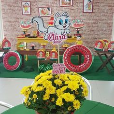Festa da Magali: 50 ideias lindas, passo a passo e muita melancia Alice, Symbols, Letters, Birthday, Baby, Fruit Party, Centerpieces, Craft Papers, Paper Envelopes