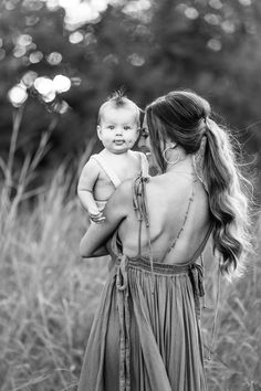 spring family pictures 5 Rules to to Make Sure You LOVE Your Fall Family Pictures Cute Family Photos, Family Photos With Baby, Summer Family Photos, Family Picture Poses, Family Photo Outfits, Picture Outfits, Family Photo Shoots, Family Photoshoot Ideas, Family Pictures Outside