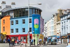 A new commissioned work by Michael Craig-Martin is included in the 2017 Folkestone Triennial, UK, now on view through November 5, 2017.  This exhibition invites artists to engage with the rich cultural history of Folkestone and to exhibit newly commissioned work in public spaces around the town. Make sure to check it out! Click on the link in our bio for visitor information. #MichaelCraigMartin #FolkstoneTriennial2017 #FStoneTriennial #Gagosian @FStoneTriennial ___________ Image: Michael…