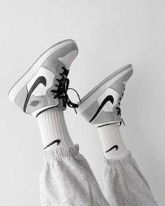 Dr Shoes, Nike Air Shoes, Hype Shoes, Me Too Shoes, Nike Socks, Swag Shoes, Jordan Shoes Girls, Girls Shoes, Shoes Women