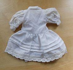 Kleid-weiss-Spitze-Puppenkleid-aus-XL-Puppen-Sammlung-Hobbyaufloesung-12