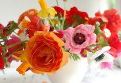 Pink, red and orange poppies for #wedding flowers http://www.bridaltweet.com/profiles/blogs/poppy-wedding-ideas