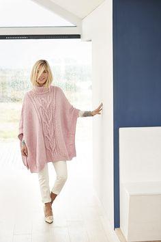 Poncho Knitting Patterns, Knitted Poncho, Lace Knitting, Knit Crochet, Rico Design, Clothing Hacks, Shawl, Knitwear, Pink