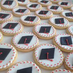Cookies for a special Biscotti per una laurea speciale Cookies for a special graduation - Graduation Cupcakes, Graduation Decorations, Wedding Cupcakes Fondant, Marzipan, Cookie Decorating Icing, Pastry Design, Fondant Tips, Gluten Free Bakery, Party Decoration