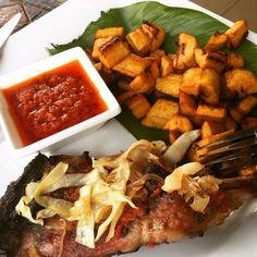 A table!  c'est l'heure! C'est toujours l'heure! #ivorianFood