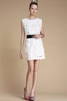 White Sleeveless Embroidery Bandeau Lace Dress