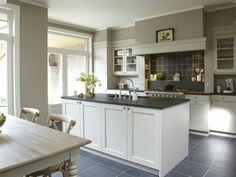 living room ideas – New Ideas Kitchen Themes, Home Decor Kitchen, Country Kitchen, Kitchen Interior, Home Kitchens, Kitchen Dining, Kitchen Ideas, Timeless Kitchen, House Inside