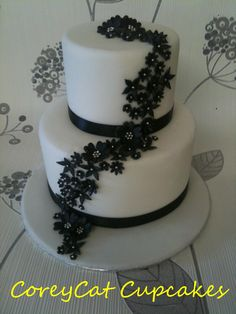 'Isabella', a beautifully simple two tiered black and white cake