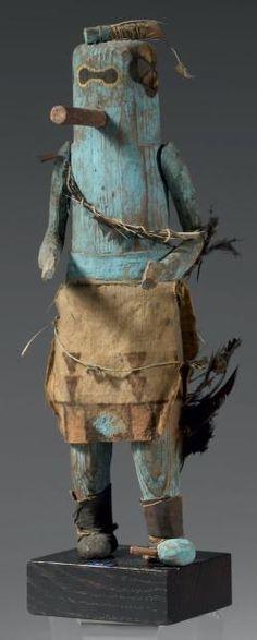 KACHINA SIP-IKNE Zuni, Nouveau Mexique, U.S.A. Bois de pin, pigments, avant 1930 hauteur : 32 cm 15 000 - 18 000 € Résultat : 30 000 €