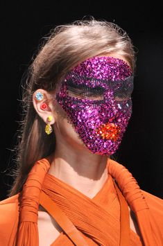 Beauty-Givenchy-Spring-2014-purplesequins.jpg.pagespeed.ce.LZlug660No.jpg (398×600)