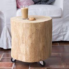 Mein Mann hat uns einen tollen Beistelltisch aus einem Eichenstamm gebaut. #wood #woodentable #treetrunk #treetrunktable #diy #woodworker #holklotz #baumstamm #interior #livingroom