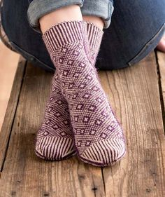"""b r a n d a — """"Custom Socks"""" book giveaway Crochet Socks, Knitting Socks, Knit Crochet, Knit Socks, Knitting Projects, Knitting Patterns, Lots Of Socks, Men In Heels, Custom Socks"""