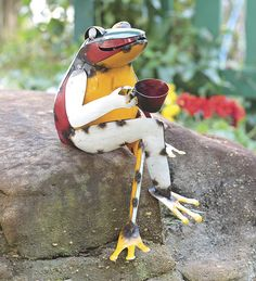 Plow & Hearth 52339 Recycled Metal Coffee Frog Sculpture Yard and Garden Art, x x Yard Art, Metal Animal, Structures Gonflables, Recycling, Metal Garden Art, Garden Junk, Mosaic Garden, Scrap Metal Art, Frog And Toad