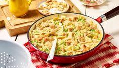 Leckere Hähnchenpfanne mit Farfalle und Spitzkohl. Pfiffig mit Aprikosen und Mandeln. Besonders crèmig mit MAGGI.