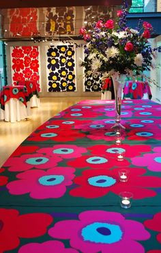 This might be material, but a pattern painted table! Candles look lost, vase is all wrong, bigger, greener! Painting Patterns, Print Patterns, Floral Patterns, Textile Patterns, Textile Design, Fabric Design, Lappland, Silk Art, Card Box Wedding