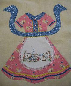 Simply adorable apron block... Lori Holt pattern.