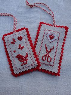 Steekjes & Kruisjes van Marijke: Labels lovely idea to stitch for Christmas labels for gifts