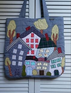 House Quilt Patterns, House Quilts, Sewing Machine Projects, Small Sewing Projects, Quilted Handbags, Quilted Bag, Denim Crafts, Craft Bags, Sewing Leather
