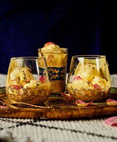 Ihana sahrami-ruusujäätelö valmistuu helposti ilman jäätelökonetta. Flank Steak, Sous Vide, Wine Glass, Ice Cream, Baking, Tableware, Sweet, Skirt Steak, No Churn Ice Cream