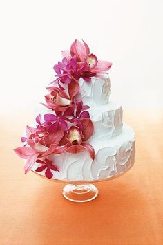 I like this, you rarely see plain buttercream on a wedding cake instead of fondant