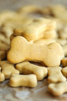 Homemade+Peanut+Butter+Dog+Treats+-+The+easiest+homemade+dog+treats+ever+-+simply+mix,+roll+and+cut.+Easy+peasy,+and+so+much+healthier+than+store-bought!