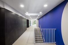 Image 7 of 18 from gallery of Els Arcs / KF arquitectes. Photograph by Adrià Goula Hotel Corridor, Stairs, Bathtub, Gallery, Home Decor, Hotel Hallway, Fotografia, Standing Bath, Stairway