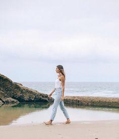 mom jeans & beach strolls @kaitlynoelle ig: kaitlynoelle