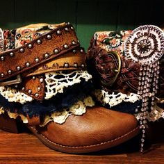 Size Women's Reworked Boho Hippie Cowboy Boots Size 8 and 9 Women's Reworked Boho Hippie Cow Hippie Boots, Gypsy Boots, Boho Boots, Cowgirl Boots, Hippie Chic, Hippie Style, Look Fashion, Fashion Boots, Fashion 2018