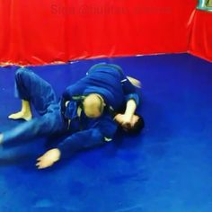 Đrill Passagem De Guarda  _______________ Parcerias 💪 ↪ @GRACIEbarracascavell ↪ @GRACIEbarrarecreio ↪ @NOGOcekepersonal ↪ @ADCCsubmission ↪ @TATAMEoficial _ (#jiujitsu_videos) (#guard) (#nogi) (#submission) (#grappling)(#training) (#ko) (#gi) (#Gracie) (#passingguard) (#fighter) (#fightinking) (#martialarts) (#fight) (#ufc) (#mma) (#motivation) (#amazing) (#muaythai) (#taekwondo) (#boxing) (#mixedmartialarts) #workout) (#kickboxing) (#fitness) (#jiujitsu) (#brazilianjiujitsu) (#artesuave)…