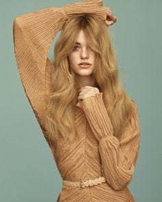 """6,045 Me gusta, 26 comentarios - Vogue España (@voguespain) en Instagram: """"Lo que está por venir a veces sabe a pasado, por eso las tendencias 'pre-fall' que esperan en…"""""""
