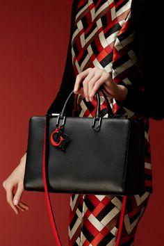 Discover the Collection New Handbags, Handbags On Sale, Luxury Handbags, Leather Handbags, Carolina Herrera Handbags, Ch Carolina Herrera, Tote Bags, Brand Name Bags, Sacs Design