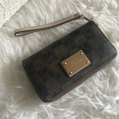 3860605566e3f I just discovered this while shopping on Poshmark  MK large wallet. Check  it out · Große BrieftascheMichael Kors Brieftasche