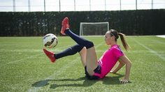 Umiejętności piłkarek FC Barcelony • Niesamowity freestyle w wykonaniu kobiet • Po tym filmiku można popaść w kompleksy • Zobacz >>
